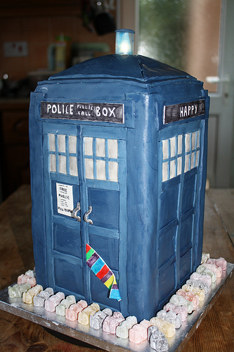 The TARDIS by cake